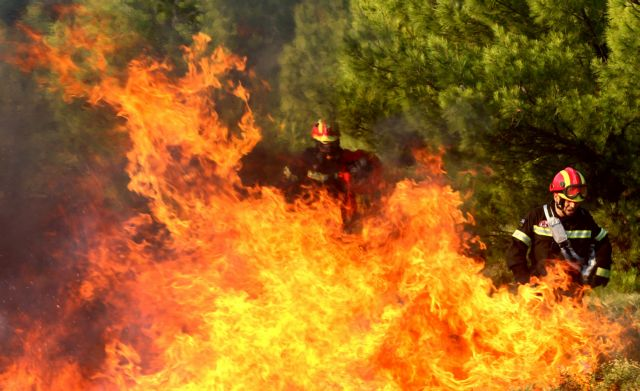 Φωτιά στην Αττική – Πού εντοπίζονται τα κύρια μέτωπα – Στη μάχη τα εναέρια μέσα   tovima.gr