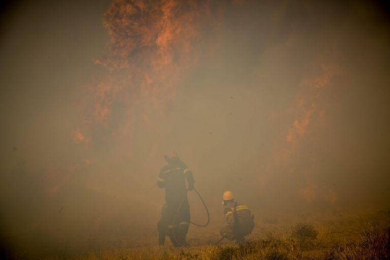 Φωτιά στη Φωκίδα: Εκκενώνονται τρεις ακόμα οικισμοί – Μήνυμα του 112 | tovima.gr