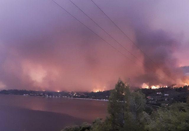 Πυρκαγιά στη Β. Εύβοια – «Η φωτιά θα φτάσει στη Χαλκίδα, θα θρηνήσουμε ανθρώπους» – συγκλονίζει ο Δήμαρχος Μαντουδίου   tovima.gr
