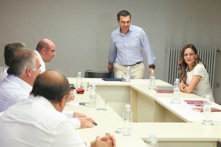 Ο ΣΥΡΙΖΑ βλέπει ρωγμές στην «πανοπλία» Μητσοτάκη   tovima.gr