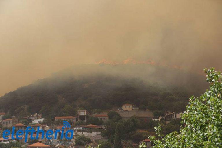 Διπλό μέτωπο φωτιάς στη Μεσσηνία – Κάηκαν σπίτια στο Καρνάσι – «Η κατάσταση είναι δύσκολη» | tovima.gr