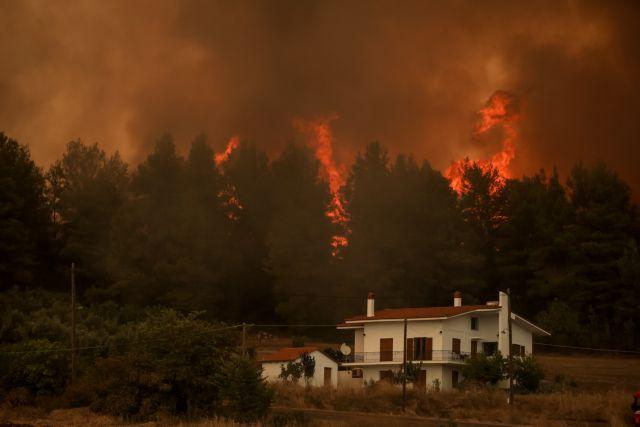 Φωτιά στην Εύβοια – Ανεξέλεγκτα μέτωπα και αναζωπυρώσεις παντού – Απειλούνται δεκάδες οικισμοί | tovima.gr