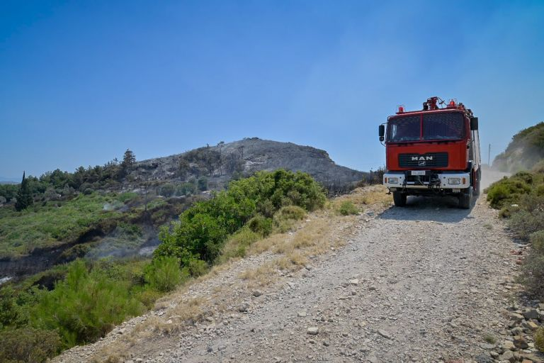 Φωτιά στη Λακωνία – Καλύτερη η κατάσταση στην Ανατολική Μάνη – Επιστρέφουν οι κάτοικοι στο Γύθειο | tovima.gr
