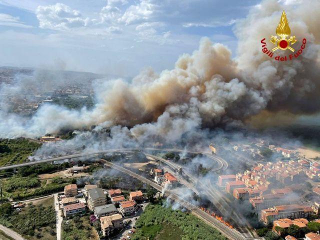 Ιταλία – Εξήντα εστίες πυρκαγιάς στην Καλαβρία – Δύο νεκροί στην περιοχή Σαν Λορέντσο | tovima.gr