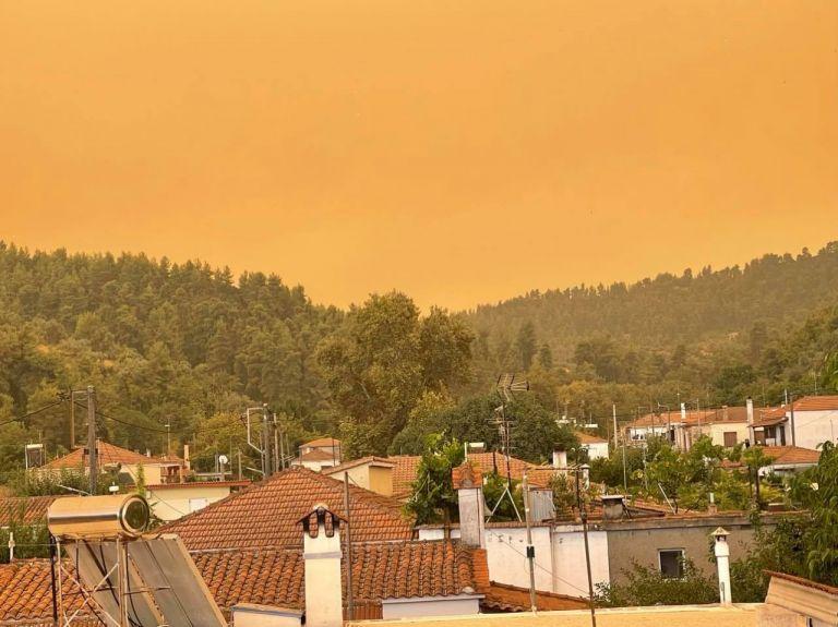 Φωτιά στην Εύβοια – Το πύρινο μέτωπο κυκλώνει χωριά – Μάχη να μην «κατέβει» στο κέντρο του νησιού [Video]   tovima.gr