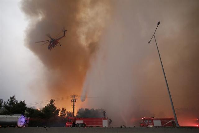 Φωτιές στην Αττική – Δεκαεννέα προσαγωγές υπόπτων για εμπρησμό   tovima.gr