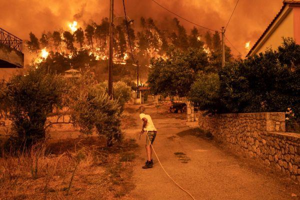 Εύβοια – Εθνική τραγωδία χωρίς τέλος – Μάχη με τις αναζωπυρώσεις για 7η ημέρα | tovima.gr