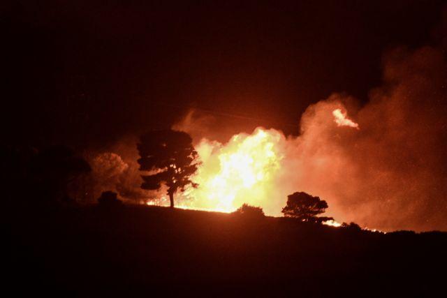 Φωτιά στην Αρκαδία – Ολονύχτια μάχη με τις φλόγες για να σωθούν οικισμοί   tovima.gr