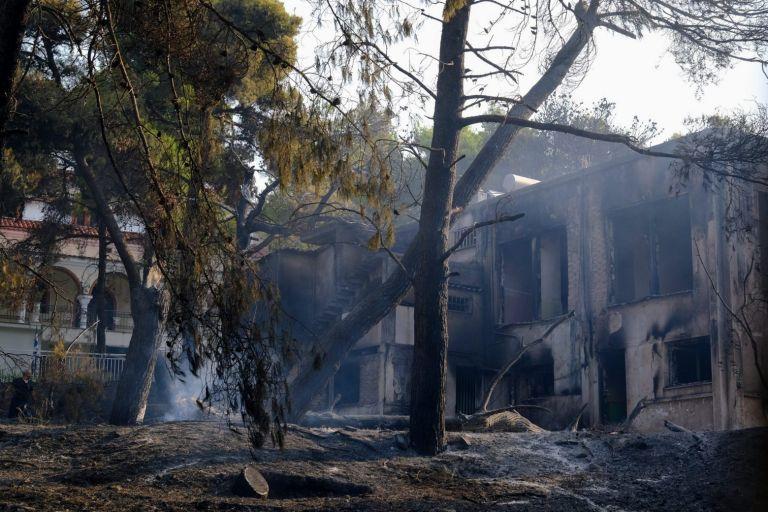 Εντατικοί έλεγχοι κτιρίων στις πυρόπληκτες περιοχές – Πόσα κτίρια κρίθηκαν ακατάλληλα | tovima.gr