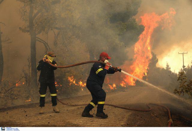 Στις φλόγες για 9η μέρα η Εύβοια – Διαρκής μάχη με τις αναζωπυρώσεις | tovima.gr