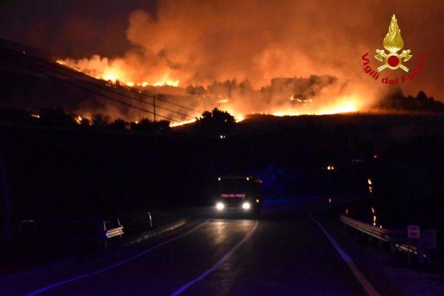 Ιταλία – Κύμα καύσωνα και πυρκαγιές πλήττουν τη χώρα   tovima.gr