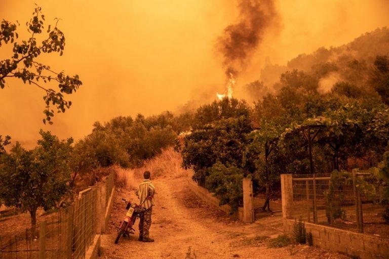 Φωτιά στη Γορτυνία – Η στιγμή που αυτοκίνητο περνά μέσα από τις φλόγες – Το συγκλονιστικό βίντεο   tovima.gr