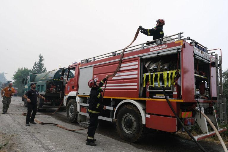 Ο Δήμος Πειραιά προσέφερε 150 υπνόσακους στο Πυροσβεστικό Σώμα   tovima.gr