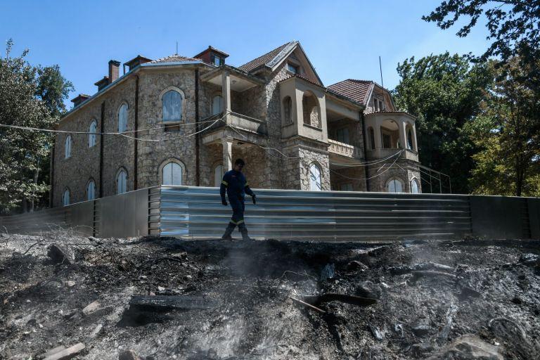 Φωτιές στην Αττική – Επτά κτίρια στο Τατόι υπέστησαν ζημιές – Τι έγινε με τα κοντέινερ | tovima.gr