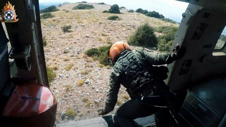 Φωτιές – Η ομάδα helitack με τα ελικόπτερα που σβήνει φωτιές σε δυσπρόσιτα σημεία   tovima.gr