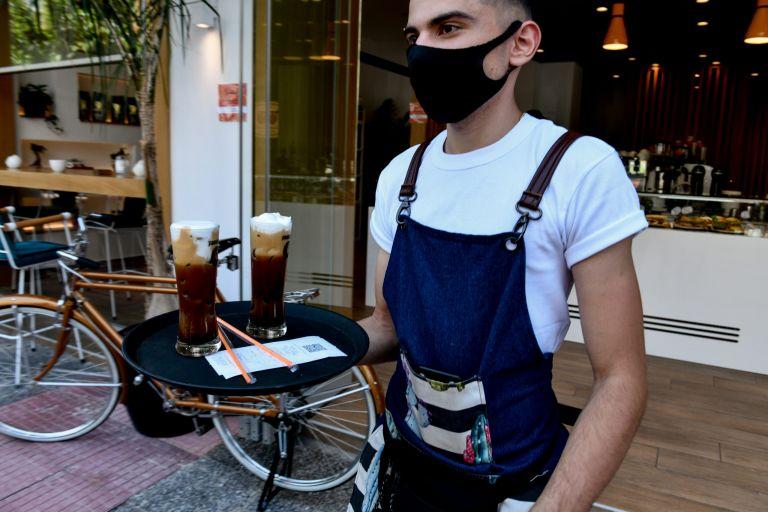 ΕΡΓΑΝΗ – Θετικό ισοζύγιο απασχόλησης και τον Ιούλιο – Οι κλάδοι με τις περισσότερες προσλήψεις [Πίνακες] | tovima.gr