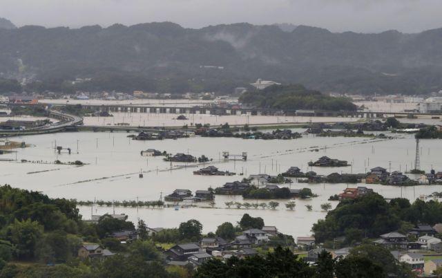 Ιαπωνία – 1,4 εκατ. εγκατάλείπουν τα σπίτια τους να σωθούν από τις πλημμύρες | tovima.gr