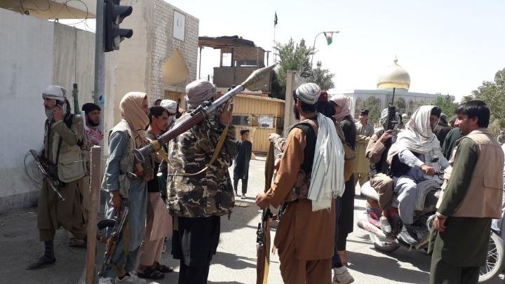 Αφγανιστάν – Η βόρεια πόλη Μαζάρ-ι-Σαρίφ πέφτει στα χέρια τον Ταλιμπάν   tovima.gr