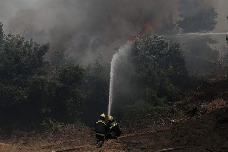 Φωτιές – Σε ύφεση σε Αρχαία Κόρινθο και νότια Εύβοια – 53 τα μέτωπα το Σάββατο | tovima.gr