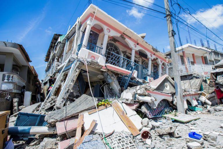 Αϊτή – Πάνω από 300 οι νεκροί από τον σεισμό των 7,2 Ρίχτερ – Εκατοντάδες οι αγνοούμενοι   tovima.gr