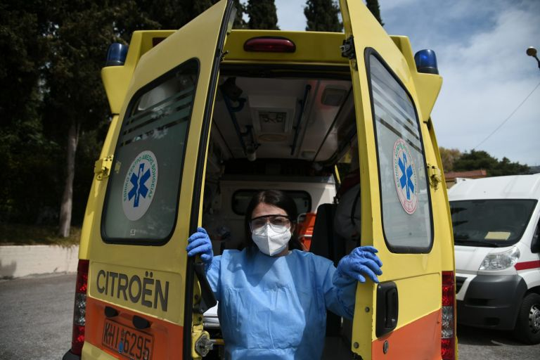 Θεσσαλονίκη – Τρεις τραυματίες από εκτροπή ασθενοφόρου   tovima.gr