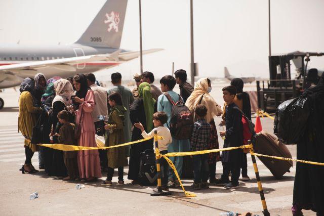 Αφγανιστάν: Περίπου 7.000 άνθρωποι έχουν απομακρυνθεί από τους Αμερικανούς από τις 14/8 | tovima.gr