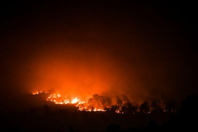 Βίλια  – Η ακραία συμπεριφορά της φωτιάς – Τι κατέγραψε το meteo | tovima.gr