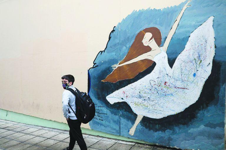 Συρίγος – Πώς επιστρέφουν σε σχολεία και ΑΕΙ μαθητές, φοιτητές και καθηγητές | tovima.gr