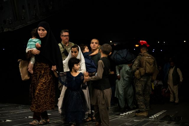 Greece to seal borders to block irregular refugee flows from Afghanistan   tovima.gr