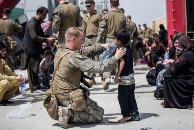 Στο Αφγανιστάν υποφέρουν παιδιά – Λυγίζουν οι πεζοναύτες – Συγκλονιστικές εικόνες   tovima.gr