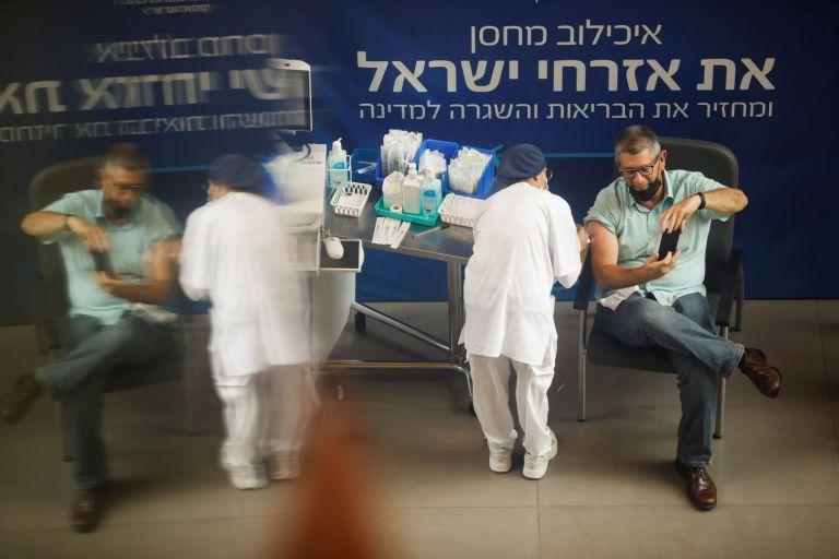 Εμβόλιο: Η τρίτη δόση μειώνει σημαντικά τον κίνδυνο λοίμωξης, δείχνει ισραηλινή μελέτη | tovima.gr