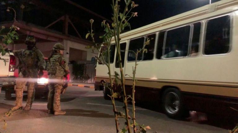Συγκλονίζουν οι ιστορίες από την Καμπούλ – Ποντάρουν τη ζωή τους σε ένα λεωφορείο | tovima.gr