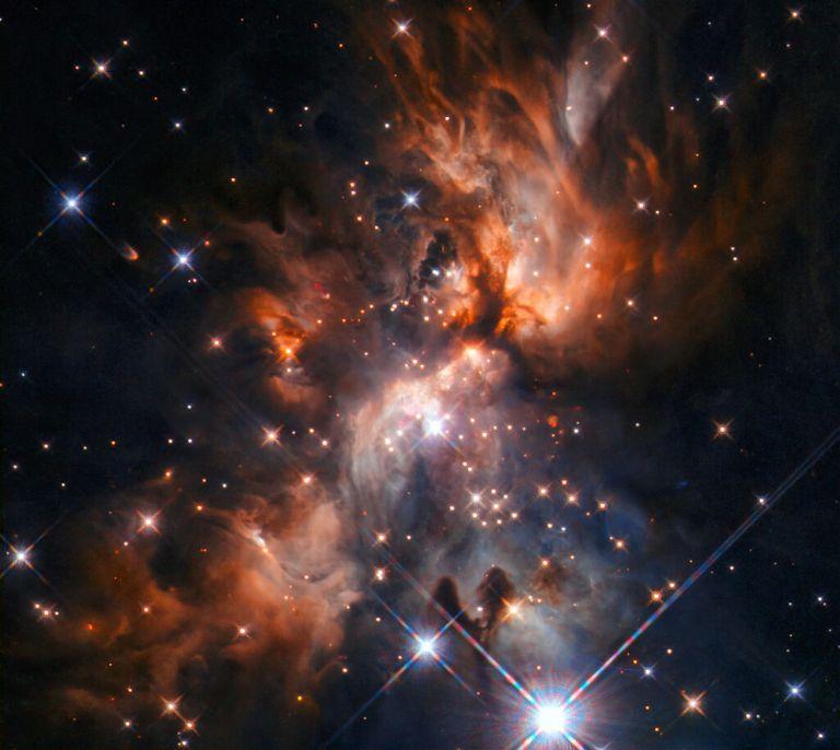 Οταν το Hubble απαθανατίζει το φως νεογέννητων αστεριών | tovima.gr
