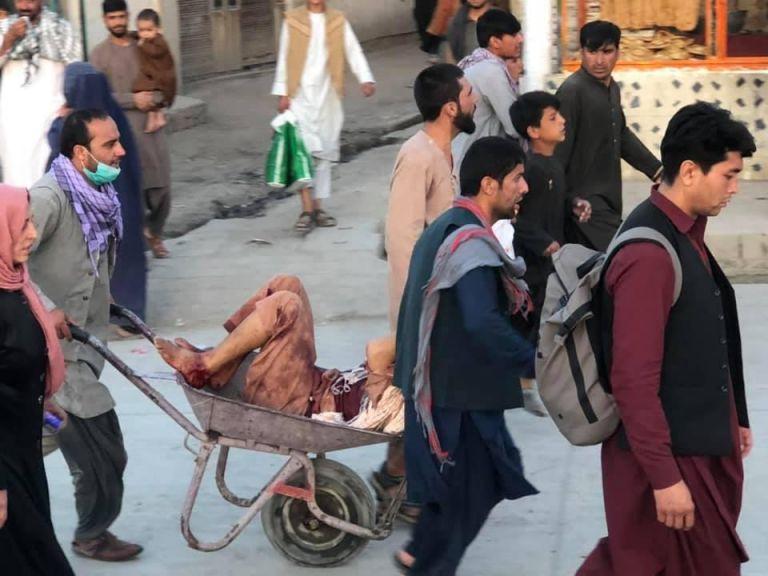 Αφγανιστάν – Πάνω από 40 νεκροί, σχεδόν 120 τραυματίες από τις επιθέσεις στο αεροδρόμιο της Καμπούλ | tovima.gr
