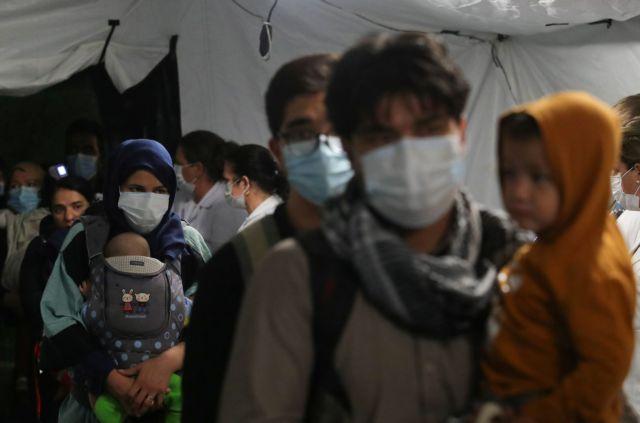 Αφγανιστάν – Εκατοντάδες εκτοπισμένες οικογένειες εκλιπαρούν για φαγητό και στέγη | tovima.gr