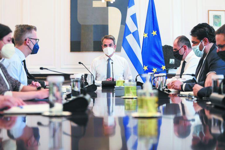 Επανεκκίνηση με το βλέμμα στην οικονομία | tovima.gr