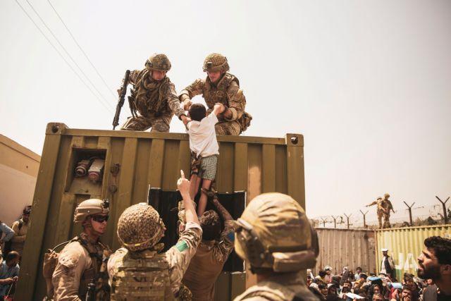 Χάος στην Καμπούλ – Συναγερμός για νέο χτύπημα – Η μάχη με τον χρόνο, η διορία των Ταλιμπάν | tovima.gr
