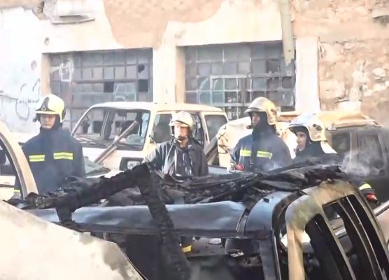 Κάηκαν τέσσερα αυτοκίνητα στην Κυψέλη | tovima.gr