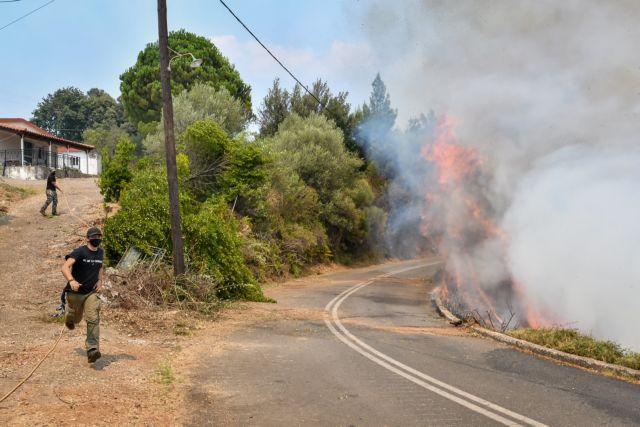 Σε εξέλιξη η φωτιά στην Κορυφή Ηλείας – Δεν απειλείται ο οικισμός   tovima.gr