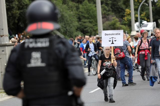 Κορωνοϊός – Διαδηλώσεις κατά των μέτρων στη Γερμανία- Προσαγωγές και συλλήψεις | tovima.gr