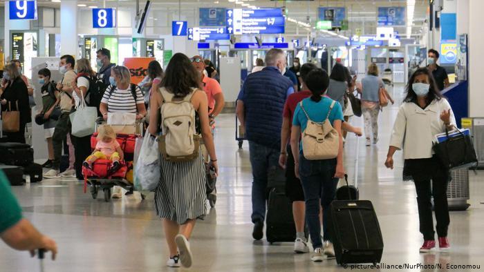 Κορωνοϊός – Πώς 5 ταξιδιώτες αρκούν για να προκαλέσουν νέο κύμα | tovima.gr