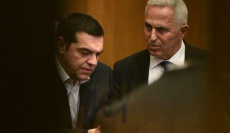 Σηκώνει το γάντι ο ΣΥΡΙΖΑ – «Πολιτικός απατεώνας ολκής ο Μητσοτάκης» | tovima.gr