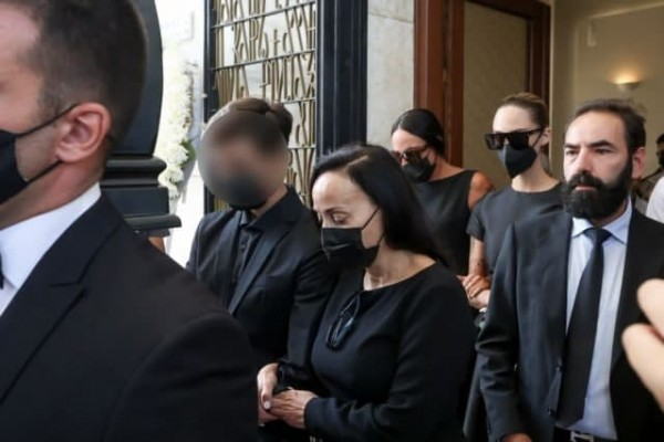 Άκης Τσοχατζόπουλος – Τελευταίο αντίο από συγγενείς και φίλους   tovima.gr