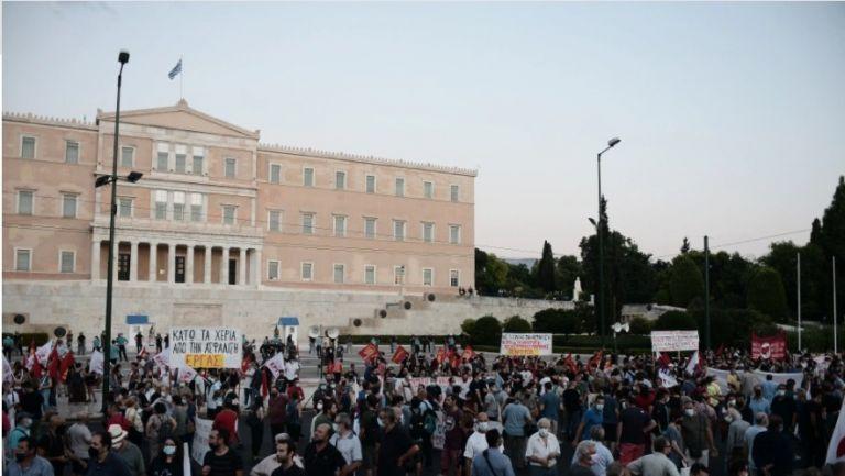 Επικουρική ασφάλιση – Συγκέντρωση διαμαρτυρίας για το νομοσχέδιο στο Σύνταγμα   tovima.gr