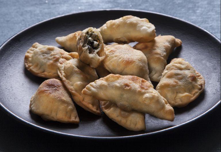 Χορτοτυροπιτάκια στο τηγάνι   tovima.gr