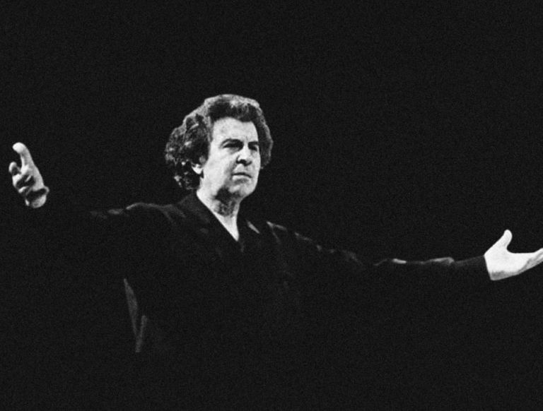 Mikis Theodorakis remains to lie in state for three days   tovima.gr