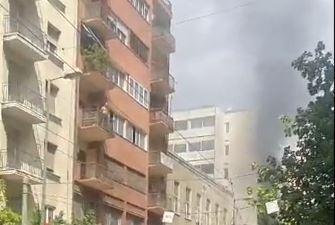 Φωτιά στο κέντρο της Αθήνας – Εκκενώθηκε κτίριο | tovima.gr