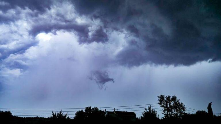 Καιρός – Βροχές και καταιγίδες την Κυριακή – Χάρτες με το πού θα χτυπήσει η κακοκαιρία | tovima.gr