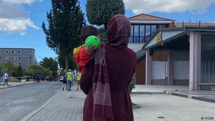 Εκατοντάδες Αφγανοί πρόσφυγες στην Αλβανία   tovima.gr