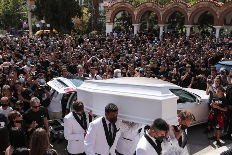Mad Clip – Θλίψη στο τελευταίο αντίο στον τράπερ – Συγκλονιστικές στιγμές στην κηδεία | tovima.gr